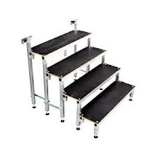 Escalier bois podium