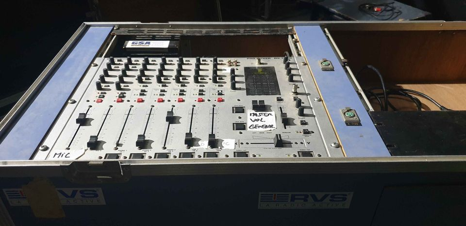 Table de mixage DJ  Berhinger DX 1000
